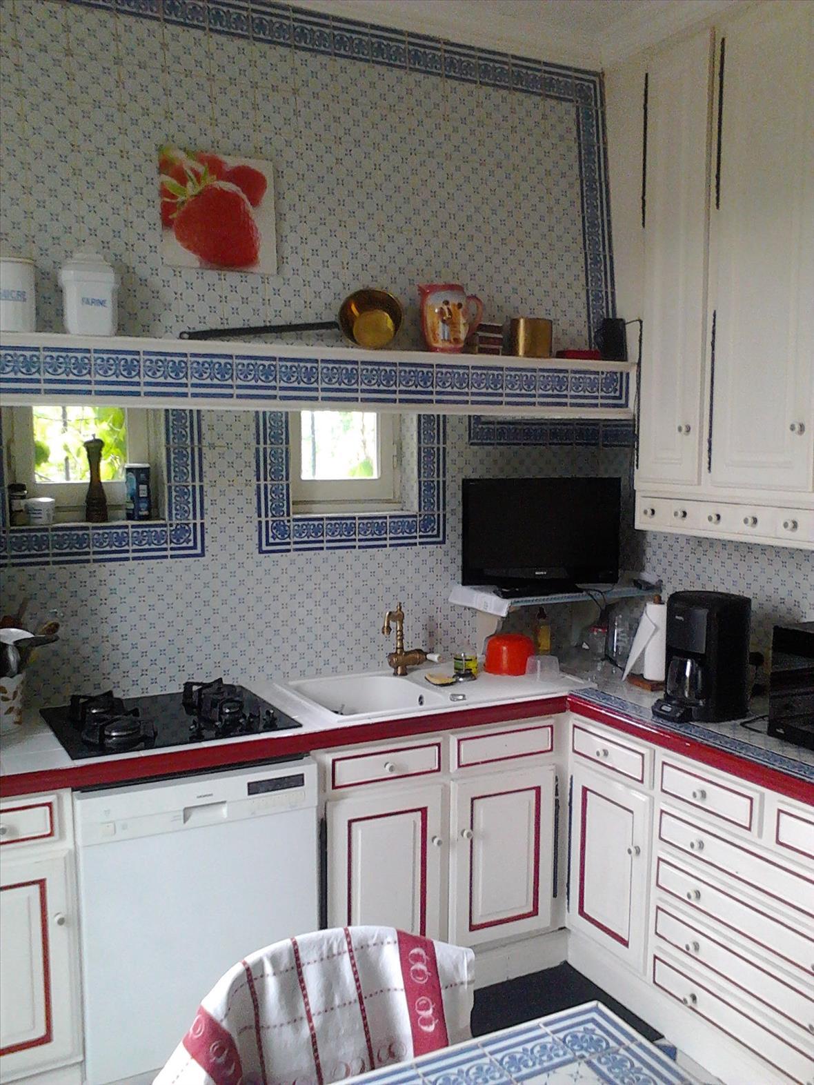 Gesloten industriële zwarte en grijze houten keuken  7