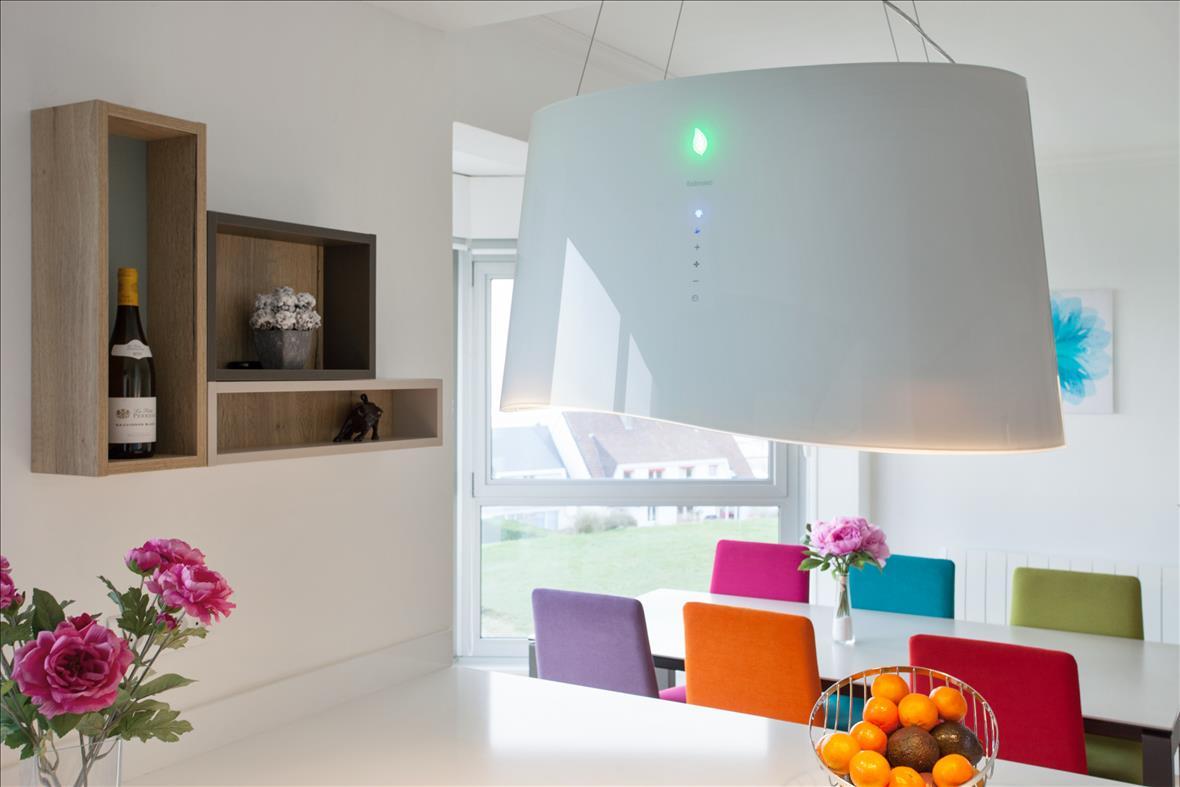 Open moderne witte keuken in L-vorm 2