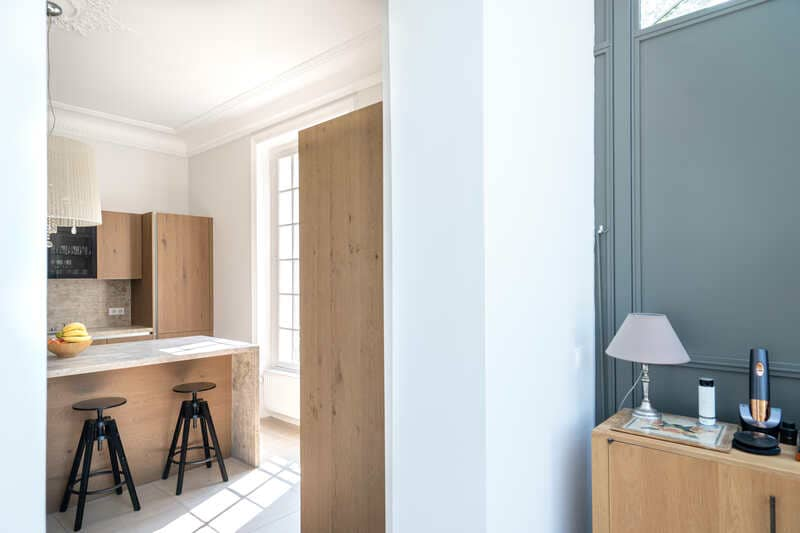 Open moderne houten keuken met centrale eiland   Raison Home 4