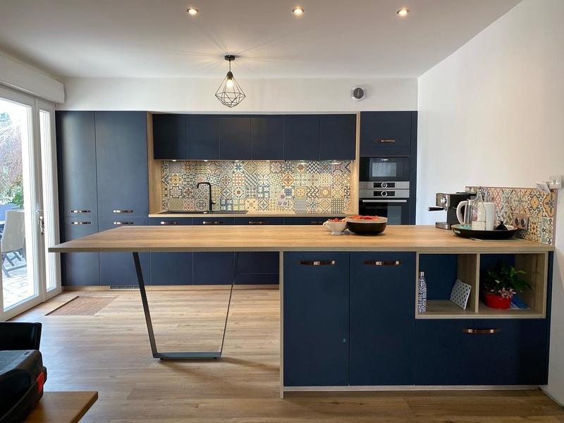 Open moderne blauwe keuken 1