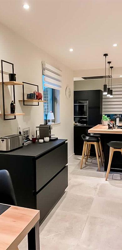 Moderne mat zwarte houten keuken met centrale eiland door Isabelle SIERANSKI 4