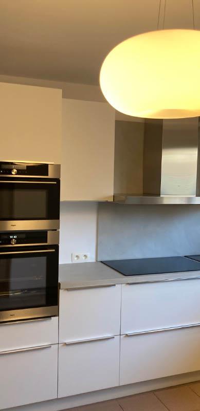 Cuisine moderne blanche poignées intégrées | Raison Home Belgium - 2