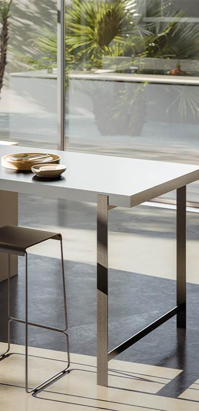 Gesloten moderne houten witte keuken in I-vorm met eiland door Sébastien PRIELS | Raison Home - 6