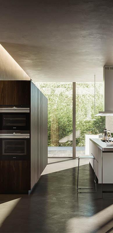 Gesloten moderne houten witte keuken in I-vorm met eiland door Sébastien PRIELS | Raison Home - 3