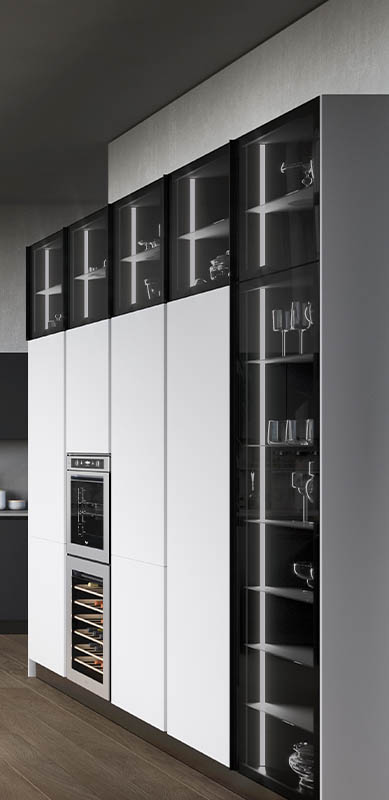 Open moderne witte en grijze keuken in L-vorm door Sébastien PRIELS | Raison Home - 5