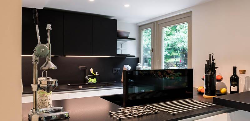 Moderne open mat witte keuken met eiland door Timothy JACOBS | Raison Home - 5