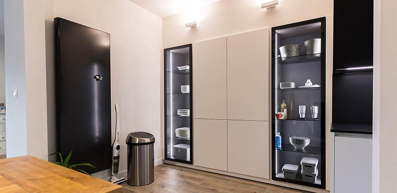 Moderne open mat witte keuken met eiland door Timothy JACOBS | Raison Home - 7