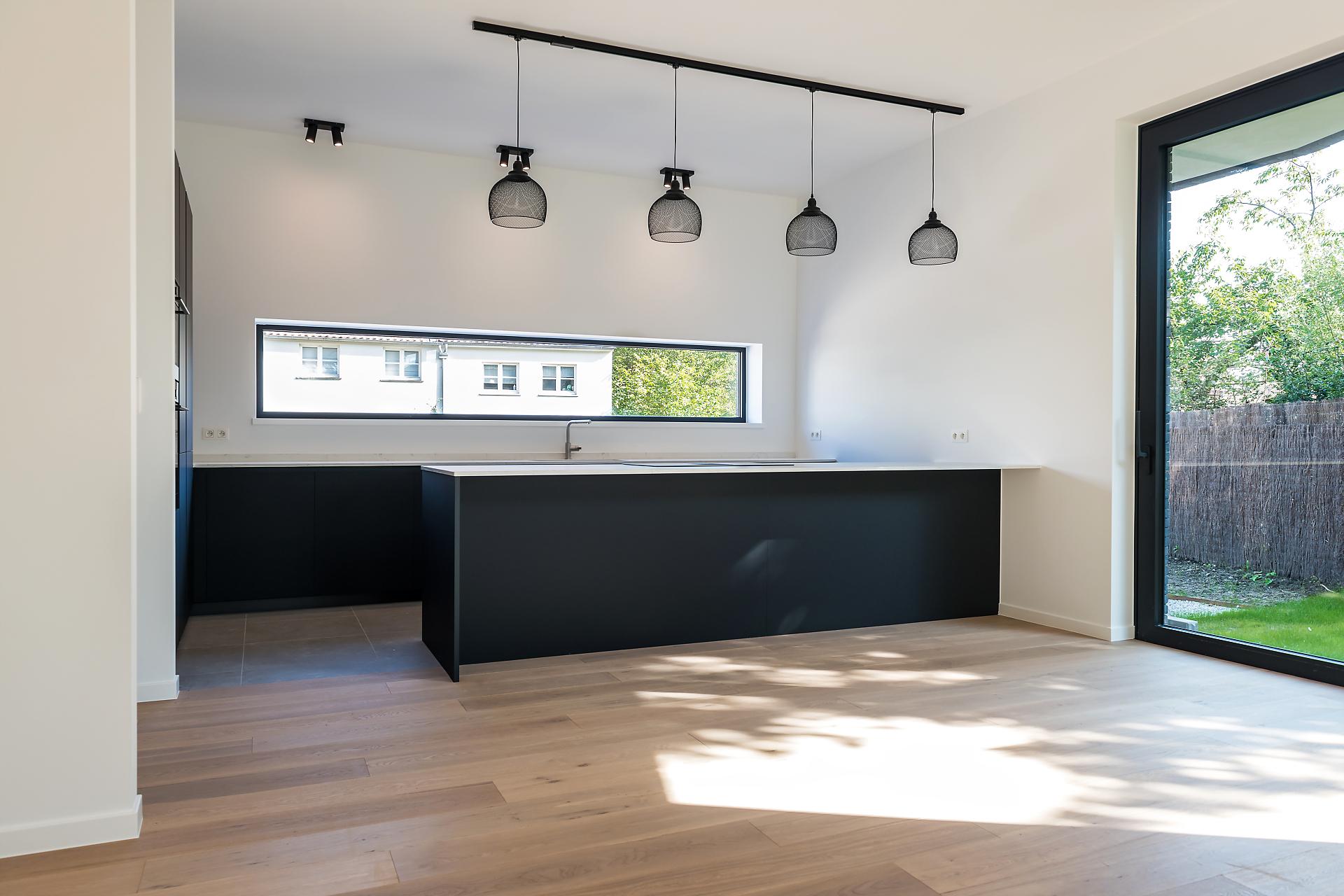 Cuisine moderne noir mat ouverte | Raison Home Belgium - 1