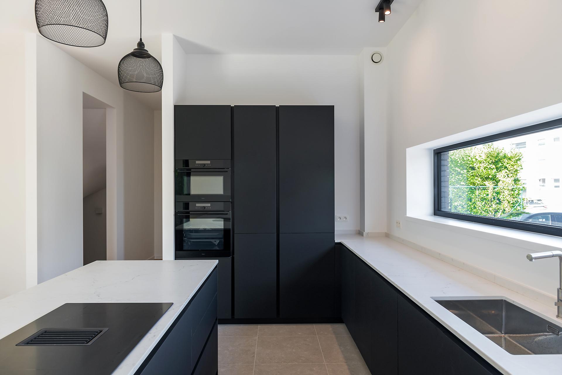 Cuisine moderne noir mat ouverte | Raison Home Belgium - 3