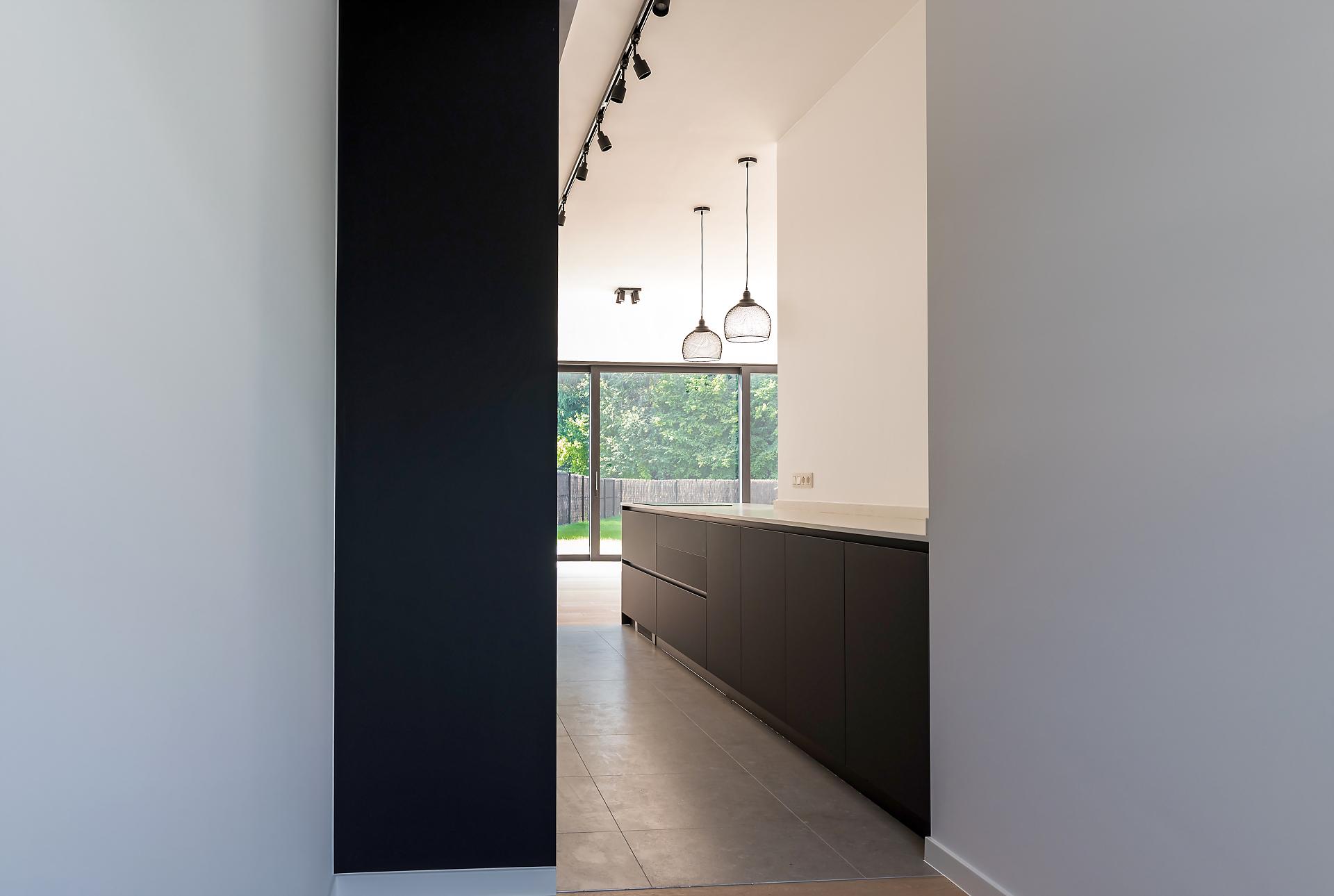 Cuisine moderne sans poignée noir mat | Raison Home Belgium - 4