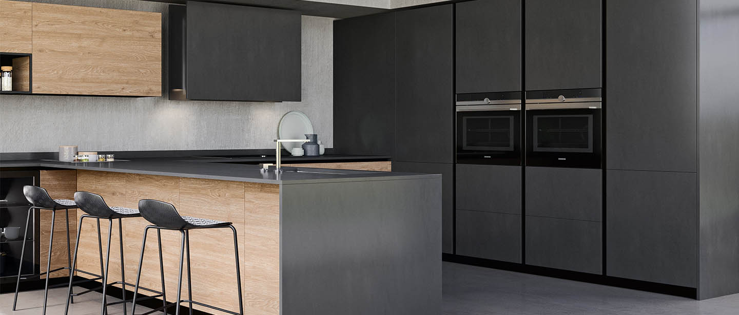 Black fully equiped kitchen