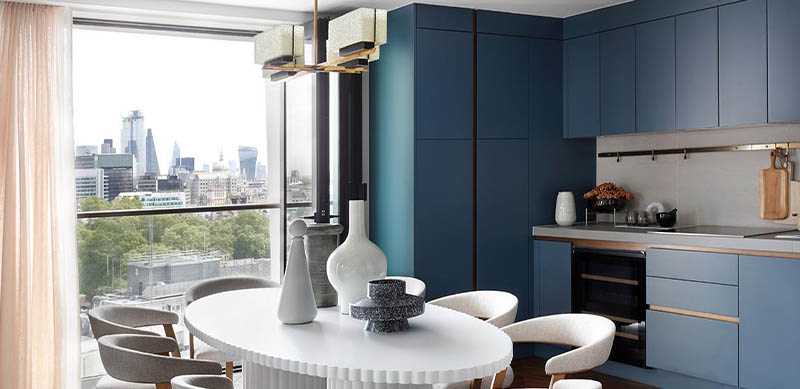 Open kitchen in modern mid blue style by Abby GILLARD | Raison Home UK - 4
