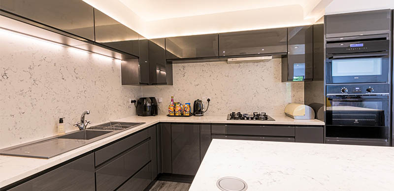 Open kitchen in modern dark grey style by Charmaine ULYATE | Raison Home UK - 2