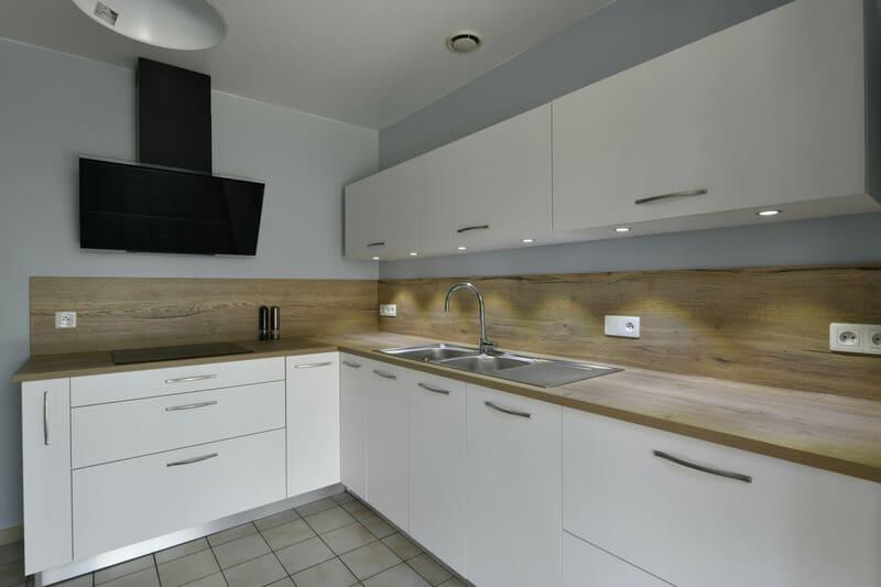 Cuisine blanche, bois et grise par Romain Langlet | Raison Home - 2