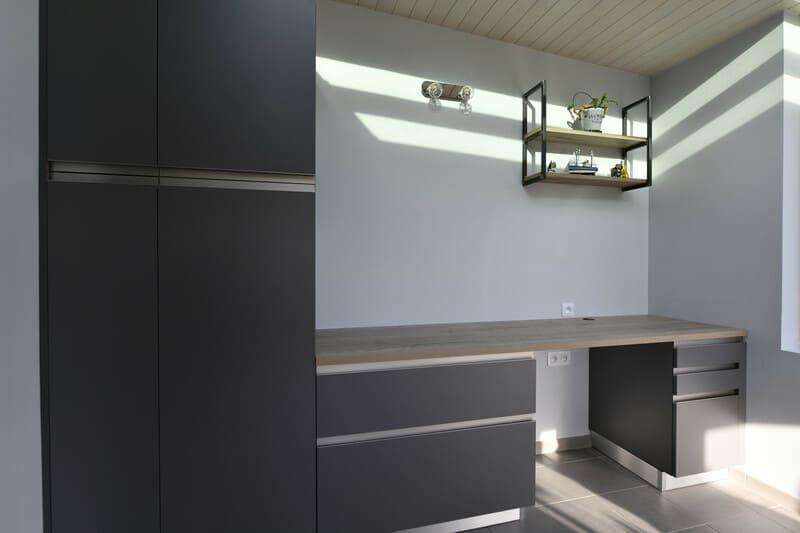 Cuisine blanche, bois et grise par Romain Langlet | Raison Home - 4