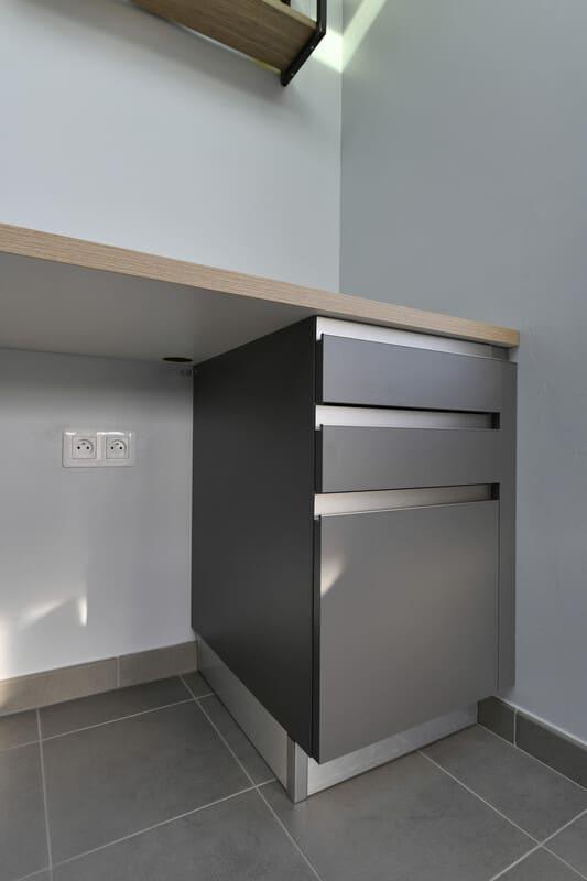 Cuisine blanche, bois et grise par Romain Langlet | Raison Home - 9