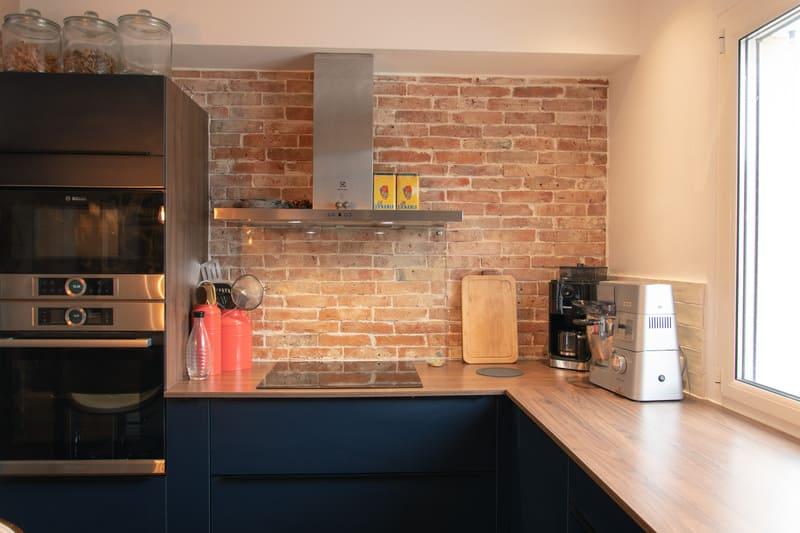 petite cuisine moderne noir et bois
