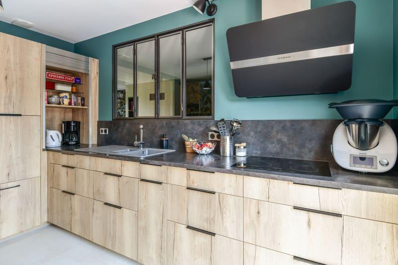 Cuisine contemporaine bois et turquoise par Pascal LAURENCE - 2