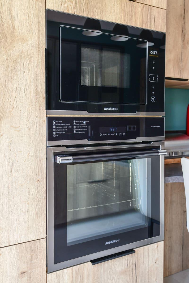 Cuisine contemporaine bois et turquoise par Pascal LAURENCE - 10
