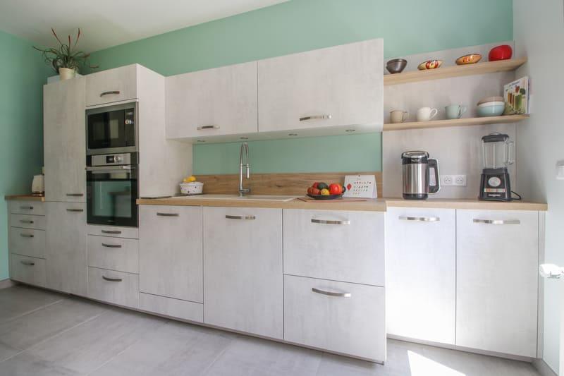 Cuisine blanche et turquoise par Eddy Blatrix - 2