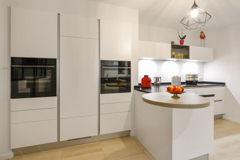 Cuisinesans poignée blanche avec verrière par Pascal LAURENCE - 2
