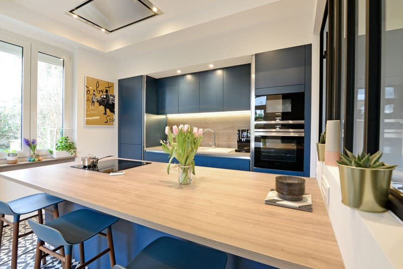 Cuisine moderne bleu et bois par Pascal LAURENCE - 2