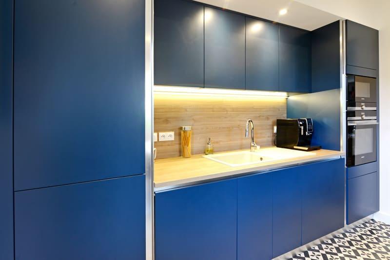 Cuisine moderne bleu et bois par Pascal LAURENCE - 4