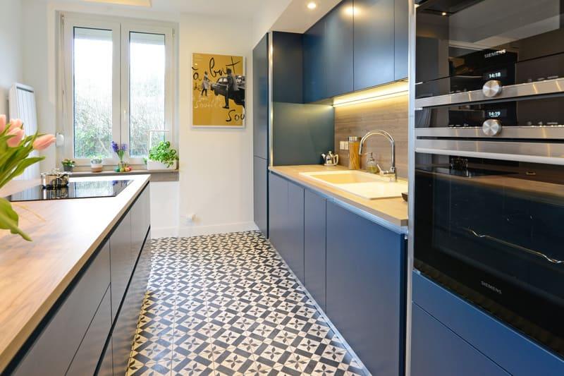 Cuisine moderne bleu et bois par Pascal LAURENCE - 5