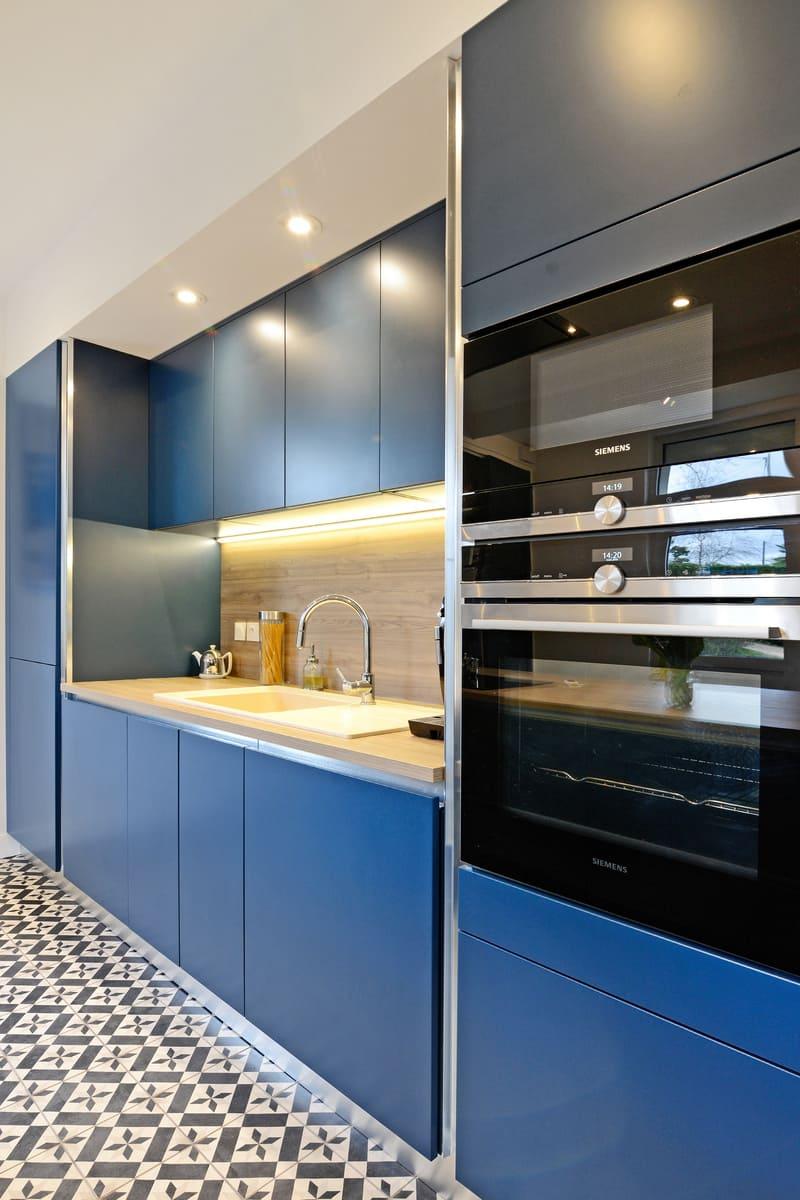 Cuisine moderne bleu et bois par Pascal LAURENCE - 10
