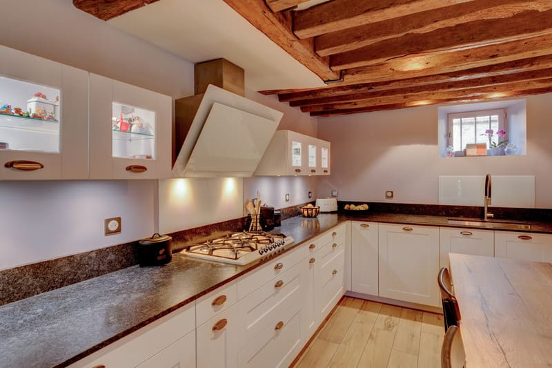 Cuisine cottage blanche au style anglais par Xavier Darré | Raison Home - 2
