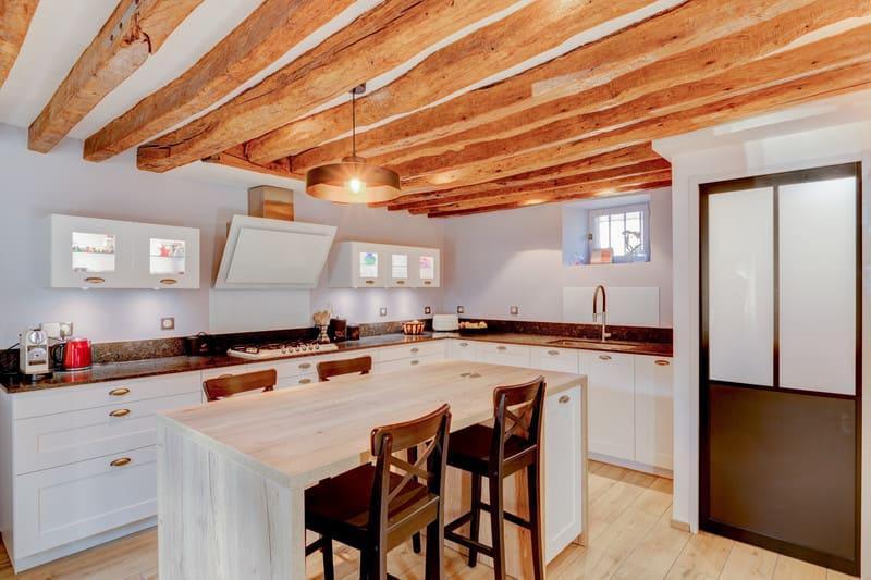 Cuisine cottage blanche au style anglais par Xavier Darré | Raison Home - 1