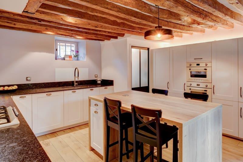 Cuisine cottage blanche au style anglais par Xavier Darré | Raison Home - 3