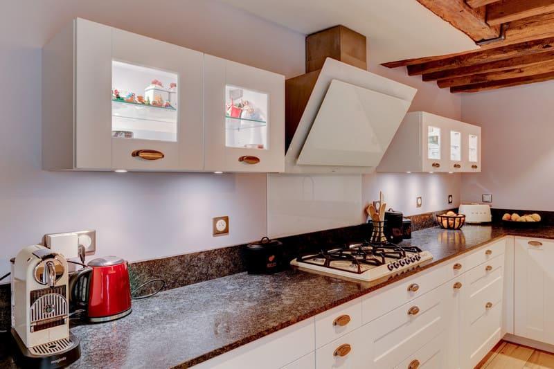 Cuisine cottage blanche au style anglais par Xavier Darré | Raison Home - 5