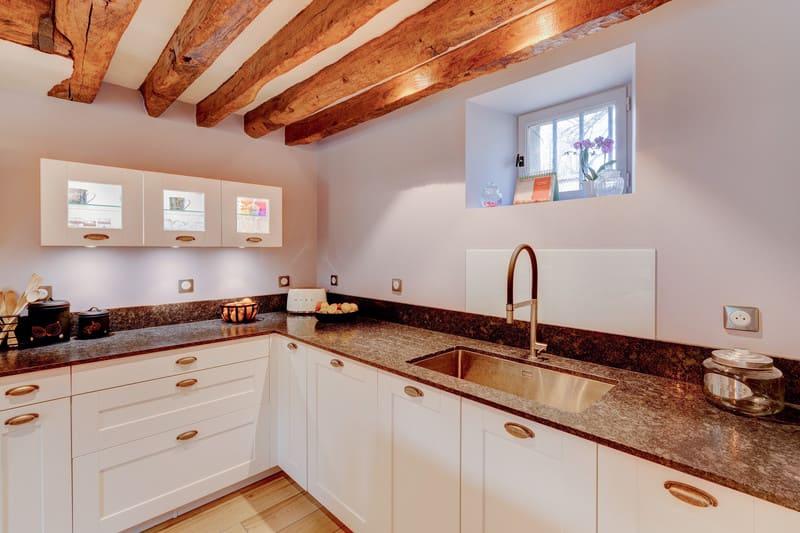 Cuisine cottage blanche au style anglais par Xavier Darré | Raison Home - 6