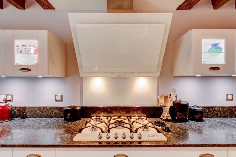 Cuisine cottage blanche au style anglais par Xavier Darré | Raison Home - 7