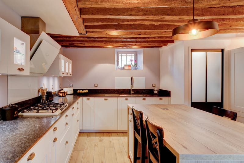 Cuisine cottage blanche au style anglais par Xavier Darré | Raison Home - 10