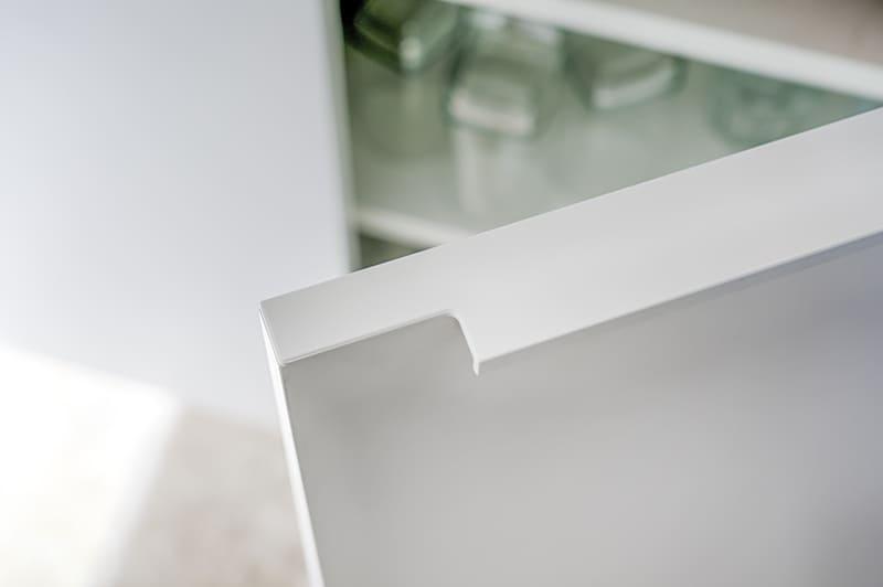Cuisine moderne blanche et bois avec claustra par Sylvain BERTRAND | Raison Home - 7