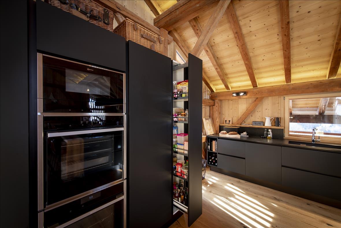 Cuisine ouverte de style moderne noir  | Raison Home - 3