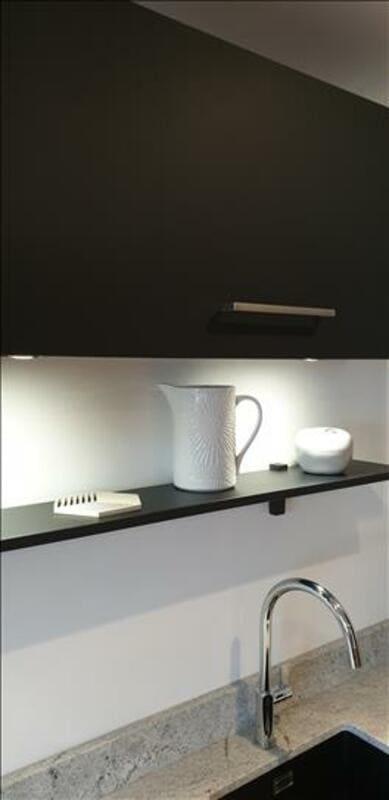 Cuisine en Fenix noir et granit par Sandrine Charat | Raison Home - 7
