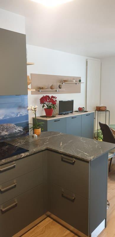 Cuisine grise en Fenix et marbre par Sandrine CHARAT | Raison Home - 4