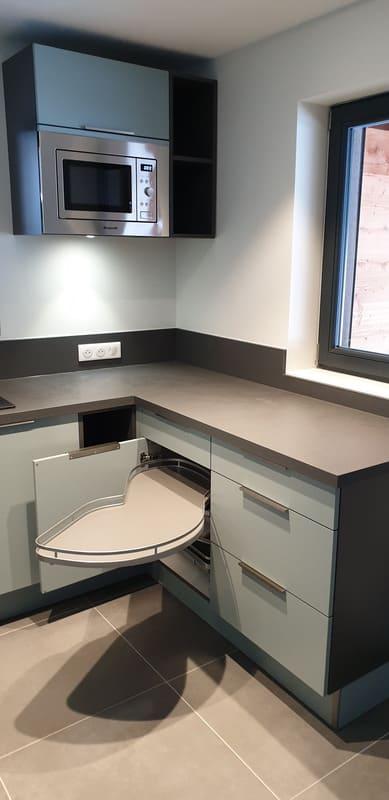 Petite cuisine moderne d'appartement par Sandrine CHARAT | Raison Home - 3