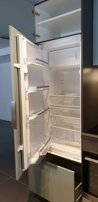 Petite cuisine moderne d'appartement par Sandrine CHARAT | Raison Home - 4