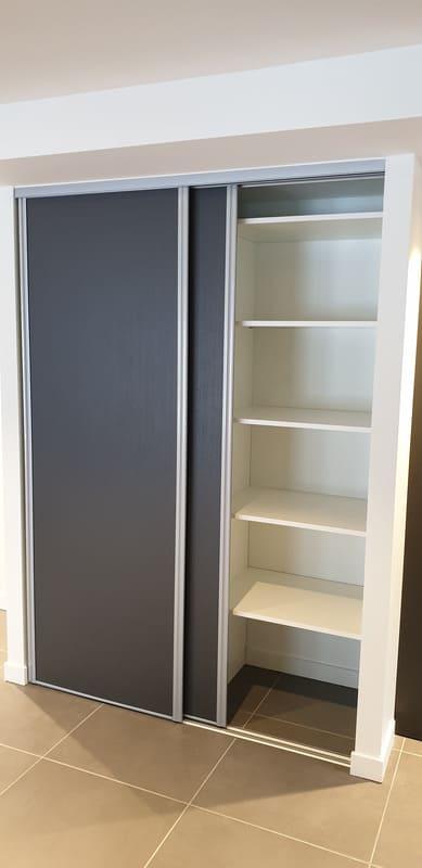 Petite cuisine moderne d'appartement par Sandrine CHARAT | Raison Home - 7