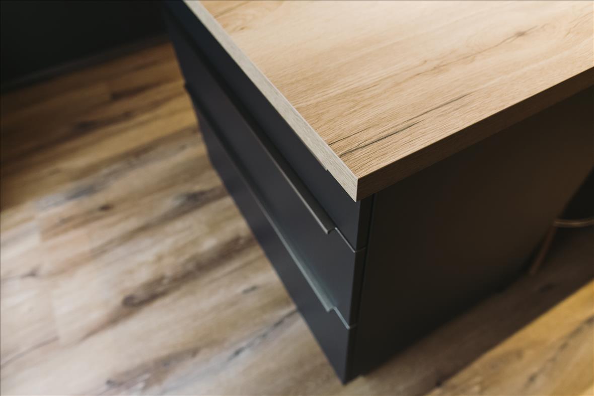 Cuisine de style contemporain bois  par Vanessa GERAUX | Raison Home - 7
