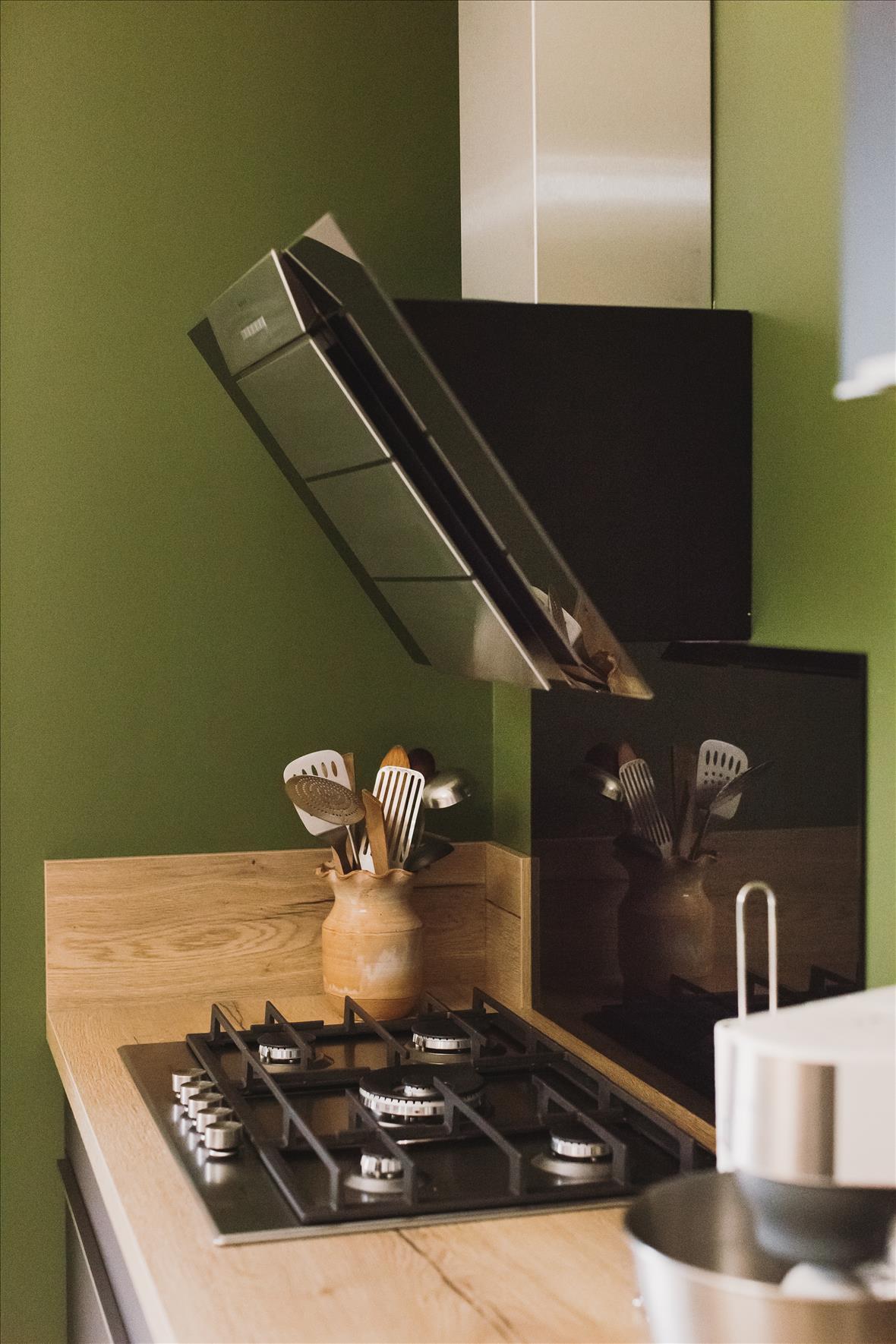 Cuisine de style contemporain bois  par Vanessa GERAUX | Raison Home - 6
