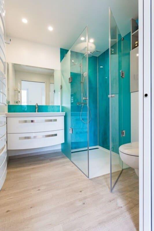 Salle de bain fermée de style contemporain brillant clair par Vanessa GERAUX | Raison Home - 2