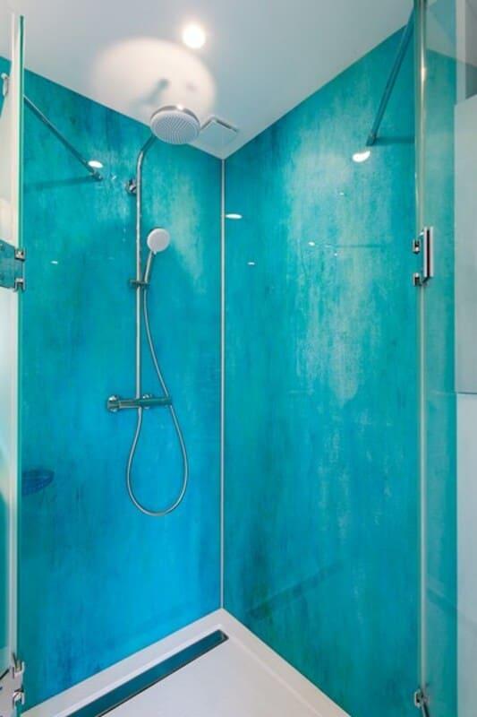 Salle de bain fermée de style contemporain brillant clair par Vanessa GERAUX | Raison Home - 4