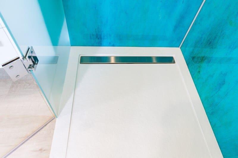 Salle de bain fermée de style contemporain brillant clair par Vanessa GERAUX | Raison Home - 5