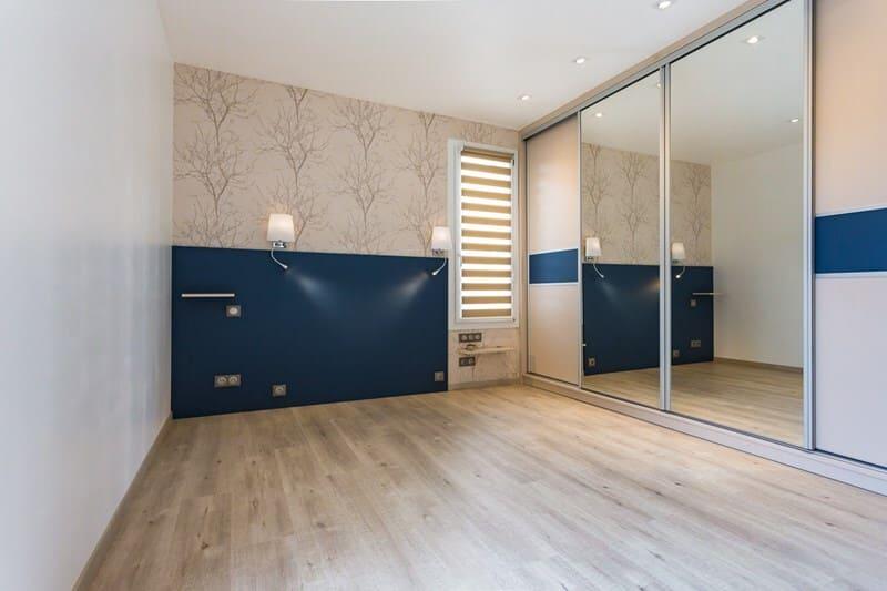 Rangement de style contemporain foncé/mat/bois par Vanessa GERAUX | Raison Home - 8