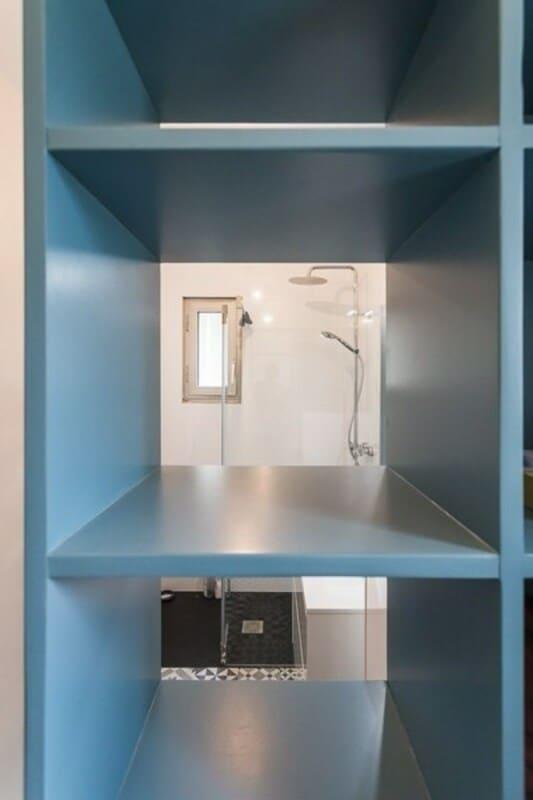 Salle de bain fermée de style contemporain blanc par Vanessa GERAUX 4